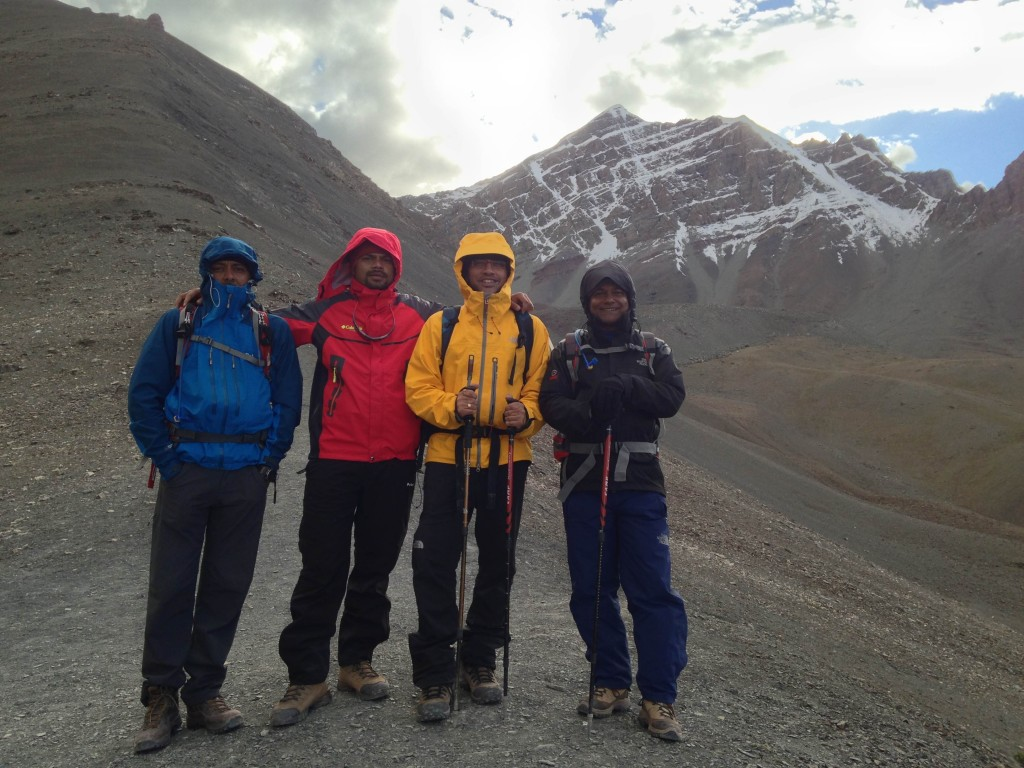 On top of the hill at 17000 ft with Ketan, Kalpak and Biprashish. Stok Kangri looms large behind us (Debolin Sen second from right in bright yellow!)