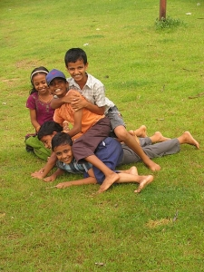 india_children_playing_childhood_grass